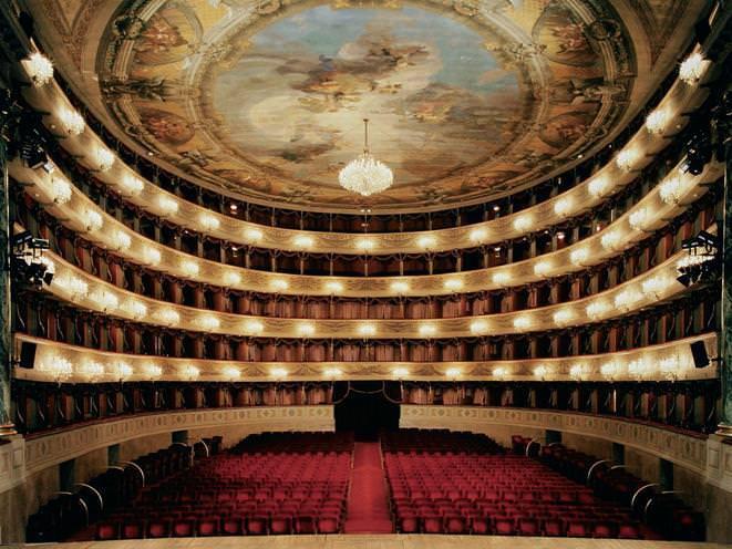 1 La Scala de Milan