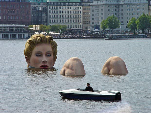 Die Badende (The Bather), Hamburg, Germany